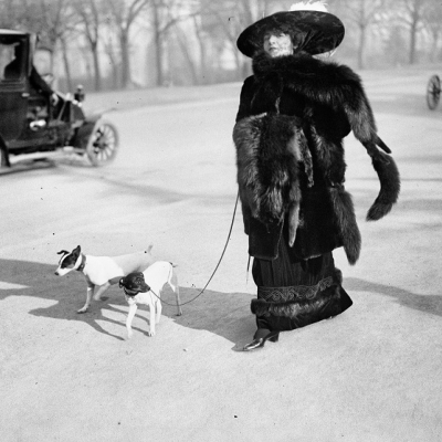 "2. Anna la Pradvina, detta anche ""la signora con le volpi"" Avenue du Bois, Paris, 1911. Photograph by Jacques Henri Lartigue © Ministère de la Culture (France), MAP-AAJHL"